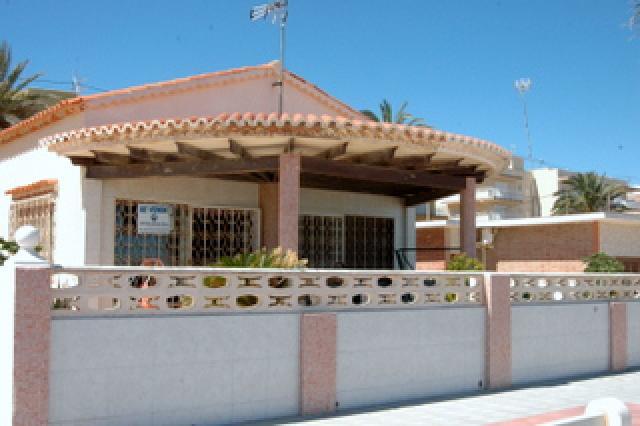 Samostatná vila v 1 linii v Miramar 590
