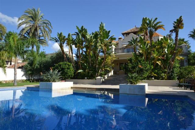 Velice luxusní vila v El Rosario, Marbela - ref.R2